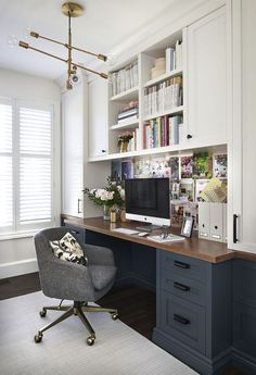 Looking some home office remodel ideas? Creating a comfy home office is a must. We can help you. Check out our home office ideas here and get inspired Home Office Space, Home Office Design, Home Office Decor, House Design, Home Decor, Office Designs, Closet Office, Design Design, Office Nook