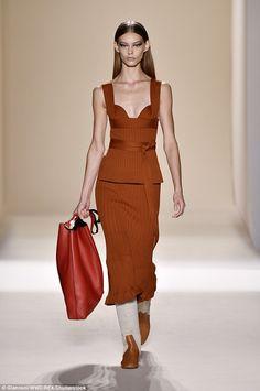 Stern: Ondria Hardinz oase guler jut ca ea merge în jos Beckham arată catwalk ieri...
