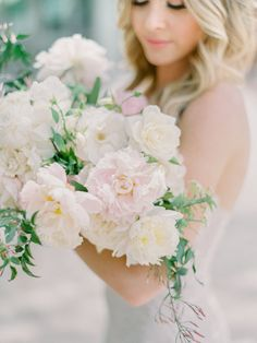 blush and ivory peony bouquet | Photography: Daniel Kim