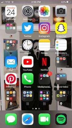 Apps For Girls, Organize Phone Apps, Phone Organization, Organization Ideas, Iphone Life Hacks, Black Phone Wallpaper, Iphone App Layout, Instagram And Snapchat, Apple Products