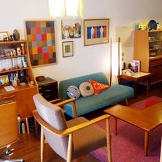 nomuyogu426さんの、リビング,照明,ポスター,雑貨,アンティーク,ソファ,クッション,古道具,北欧,賃貸,イデー,北欧ヴィンテージ家具,unico食器棚,リサラソーン,のお部屋写真