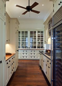 Kitchen design – Kitchen inspirations – Kitchen butlers pantry – Kitchen cabi… – Pantry With One Redo Kitchen Butlers Pantry, Butler Pantry, Kitchen Cabinetry, Colonial Kitchen, Colonial Style Homes, Kitchen And Bath, New Kitchen, Kitchen Ideas, Pantry Ideas