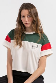 Buy T-Shirts by Kaotiko streetstyle e-Shop · T-shirts, sweatshirts, denim, shorts and skirts, trendy sneakers and cool accessories. Casual Autumn Outfits Women, Fall Outfits For Work, Casual Outfits, Yeezy Fashion, Look Girl, Only Play, Crop Top Outfits, T Shirts For Women, Clothes For Women