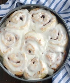 These No Yeast Cinnamon Rolls are absolutely unbelievable! No yeast means no rising time which means no waiting hours for a delicious, fresh cinnamon roll. You are going to love these! Cinnamon Rolls Without Yeast, Quick Cinnamon Rolls, Overnight Cinnamon Rolls, Cinammon Rolls, Pioneer Woman Cinnamon Rolls, Sweet Roll Recipe, Brunch Recipes, Breakfast Recipes, Breakfast Muffins