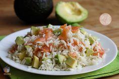 RISO AVOCADO E SALMONE Avocado Recipes, Rice Recipes, Salad Recipes, Dinner Recipes, Healthy Recipes, Italian Salad, Oriental, Light Recipes, Diy Food