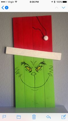 26 Lovely Christmas Wood Signs to Create a Unique Holiday Look - The Trending House Christmas Wood Crafts, Pallet Christmas, Outdoor Christmas Decorations, Christmas Projects, Holiday Crafts, Whoville Christmas, Christmas Yard, Christmas Signs, Pallet Crafts
