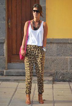 zara-color-blanco-camisetas-de-tirantes-marron-oscuro~look-main