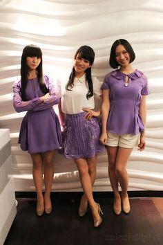 Kashiyuka (Left), A-chan, Nocchi (Right) = Perfume Beautiful Asian Women, Beautiful People, Perfume Jpop, Japanese Girl Group, Japanese Fashion, Asian Woman, Celebs, Stylish, Celebrity