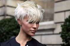 Platinum Blonde Pixie Cuts with Long Bangs Undercut Hairstyles Women, Pixie Hairstyles, Cool Hairstyles, Short Undercut, Haircut Short, Pixie Haircuts, Teenage Hairstyles, Blonde Hairstyles, Short Funky Hairstyles