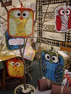 Love these owls! scrappy-quilt-ideas....or potholders. :)