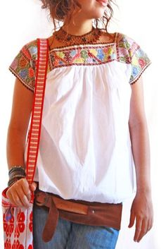 Handmade Mexican embroidered dresses and vintage treasures from Aida Coronado Vintage 60 70 Mexican embroidered blouse S XXL A heart in every piece Más Mexican Embroidered Dress, Mexican Blouse, Mexican Outfit, Mexican Dresses, Embroidered Blouse, Look Fashion, Fashion Outfits, Street Fashion, Cool Outfits