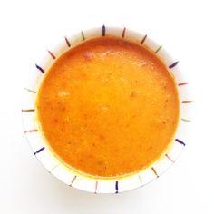 De heerlijkste verse tomatensoep vind je op FITCOUPLE.NL. Verser dan vers, een echt vitaminebommetje!