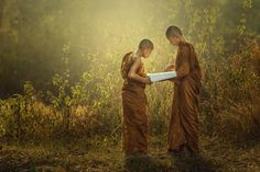 Novice Monk teaching. by Jakkree Thampitakkul on 500px