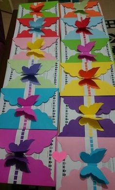 más y más manualidades: Bellas invitaciones con tema de mariposas