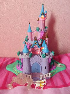 Polly Pocket Cinderella Castle Oh wow I'd almost forgotten about this one Lego Duplo, 90s Childhood, Childhood Memories, Polly Pocket World, Disney Cinderella Castle, 90s Toys, 80s Kids, Cute Toys, Disney Toys