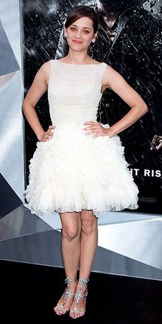 Marion Cotillard does a pretty-ballerina thing at the Dark Knight Rises premiere in N.Y.C.