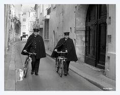 Les agents de police cyclistes patrouillaient par deux dans l'arrondissement de Paris où ils étaient affectés ; ils pouvaient également apporter des plis dans les commissariats limitrophes qui jouxtaient leur arrondissement.  vers 1941
