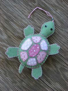 Felt Turtle I know someone who would love this. Felted Wool Crafts, Felt Crafts, Fabric Crafts, Sewing Crafts, Sewing Projects, Diy Crafts, Felt Christmas Ornaments, Christmas Crafts, Felt Turtle