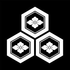 三つ盛亀甲に花菱 みつもりきっこうにはなびし Mitsumori kikkou ni hanabishi  The design of 3 Kikkou & Hanabishi.