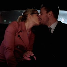 Cute Relationship Goals, Cute Relationships, Arrow Oliver And Felicity, Romantic Love Song, Emily Bett Rickards, Young Love, Stephen Amell, Green Arrow, Love Songs