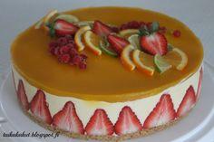 Moi!   Tein viikonloppuna 60-vuotisjuhliin useamman kakun ja tämä ihanan hedelmäinen mangojuustokakku oli yksi niistä. Kakku on tosi iso, l...