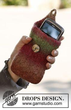 Gevilt DROPS hoesje voor de mobiele telefoon van Big Delight.   Gratis patronen van DROPS Design.