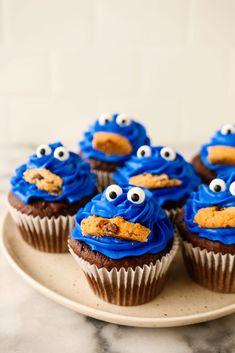 Cupcakes Decoration Awesome, Chocolate Cupcakes Decoration, Dessert Decoration, Cute Cupcake Ideas, Deco Cupcake, Cupcake Cake Designs, Cupcake Cakes, Cupcakes Design, Fun Cakes