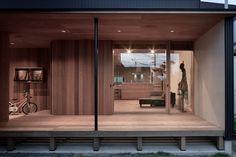 名古屋市郊外の家族4人の住まいです。 長いウッドデッキがご希望で 外と中を自由に動き回れるプランをご提案致しました。