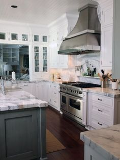 Photo of White Kitchen project in Gig Harbor, WA by Signature Design & Cabinetry