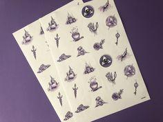 """Mit magischen Kräften schützt und energetisiert ihr eure Umgebung, ob Briefe, die ihr verschicken wollt, Einmachgläser, euren PC oder ähnliches. Oder ihr klebt sie in euer eigenes """"Buch der Schatten"""". 12 verschiedene Motive, liebevoll von Hand gezeichnet. Playing Cards, Blog, Paper Mill, Book Of Shadows, Wrapping Papers, Drawing Hands, Postcards, Decals, Hand Drawn"""