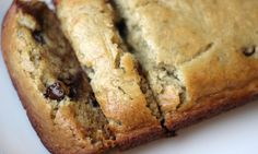Skinny Chocolate Chip Banana Bread -- used applesauce, one whole egg, doubled choc. Made 12 muffins and one mini loaf. Muffins baked for 20 minutes, loaf for 25 minutes. Delicious Desserts, Dessert Recipes, Yummy Food, Ww Desserts, Healthier Desserts, Healthy Sweets, Healthy Snacks, Healthy Recipes, Eat Healthy