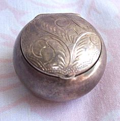 Etched Floral Round Silver Snuff or Stash Box 925 Hinged Latch Lid
