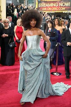 Esperanza Spaulding In Vera Wang - 2012 Academy Awards. Also plays the upright bass.