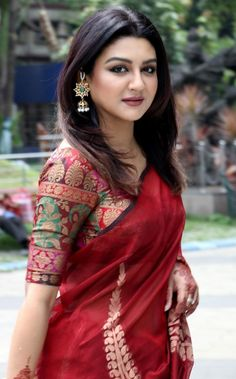 Image may contain: 1 person, standing and outdoor Beauty Full Girl, Beauty Women, Bangladeshi Saree, Bollywood Designer Sarees, Aunty In Saree, Beautiful Girl Image, Indian Beauty Saree, Beautiful Saree, Saree Blouse Designs