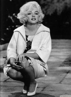 Would a series on Hairstyles from the 60′s be complete without Marilyn Monroe? We think not. By the 60′s she was an absolute style icon with her platinum blonde voluminous bob.