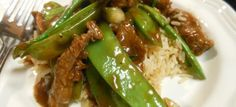 Een koolhydraatarm hoofdgerecht, Aziatische beef met peultjes! Dit is een heerlijk wok gerecht met een lekker sausje.