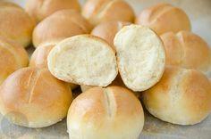 Puszyste i bardzo smaczne mini bułeczki, bardzo łatwy przepis, błyskawiczne wykonanie, idealne na śniadanie!
