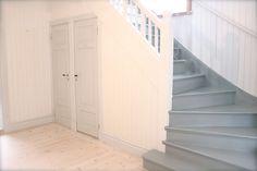 fru N och villa Någorlunda: Grå trappa