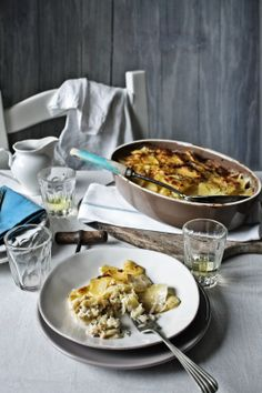 Pratos e Travessas: Gratinado de batatas com bacalhau e ameijoas | Potatoes, cod and clams gratin | Food, photography and stories
