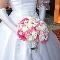 Le rose seno senza dubbio tra le regine indiscusse dei fiori, per questo motivo, vengono spesso adottate per comporre dei bouquet siano essi da sposa, o semplici mazzi da regalare. Adatti per ogni occasione i bouquet di rose sono oltretutto tra i fiori...