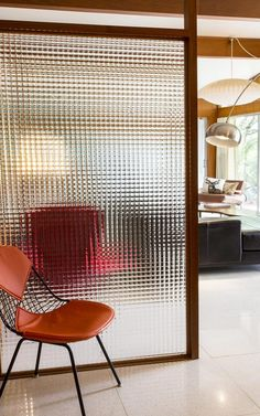 Chic Glass Partition Design Ideas For Your Living Room Glass partitions are the ideal way to maximise space with minimal fuss and cost. Most modern offices are now open plan, but sometimes you need to crea. Reeded Glass, Decorative Room Dividers, Modern Room Dividers, Dividers For Rooms, Fabric Room Dividers, Glass Room Divider, Room Divider Bookcase, Divider Cabinet, Room Divider Walls