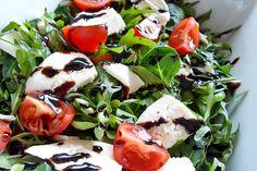 Sałatka z rukoli - przepis | Rucola salad recipe http://www.codogara.pl/8034/salatka-z-rukoli/