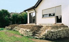 Terrace beds at a high Terrassenbeete auf hohem Niveau The planting for the sloping beds on the natural stone wall is still missing - Natural Stone Wall, Natural Stones, Terrace Garden, Garden Art, Home And Garden, Hydrangea Care, Small Garden Design, Plantation, Small Gardens