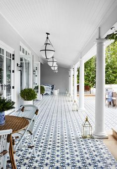 Looking for modern hamptons style beach house inspiration? Look no further. Here, a gallery of hamptons inspired bedrooms, kitchens, living rooms, decor and weatherboard facades to inspire your next build.