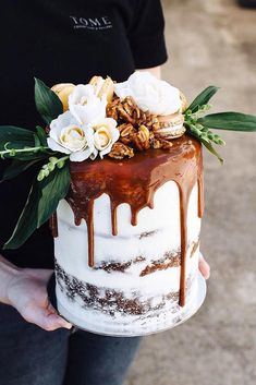 Wedding Cake Recipes - Unique, non-traditional cakes become more and more popular for wedding. Taking the internet by storm, drip wedding cakes became one of the hottest trends. Wedding Cake Rustic, Rustic Cake, Beautiful Wedding Cakes, Beautiful Cakes, Amazing Cakes, Cake Wedding, Wedding Reception, Traditional Wedding Cakes, Traditional Cakes