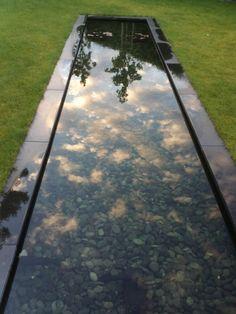 Moderne strakke tuin met beeldbepalende vijver - Fotoalbums - Tuincentrum Helsen