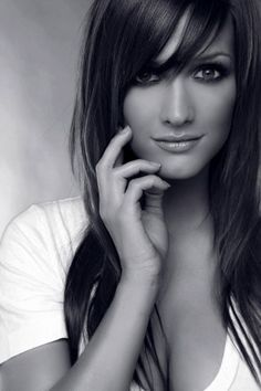 Try these beautiful bangs today! Book your next appointment at www.lookbooker.com.sg and get your dream hairstyle
