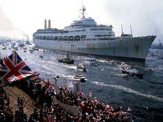 Falklands War: A look back in 50 photographs Falklands War, Merchant Navy, Military Pictures, Narrowboat, Royal Navy, War Machine, Battleship, Looking Back, Ocean