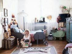 A Bohemian Chic Kids' Room Anna Malmberg, a freelance photographer, lives between Paris and Stockholm together with her fiancé and their son Sonny Lou. Baby Bedroom, Girls Bedroom, Bohemian Kids, Vintage Bohemian, Bohemian Room, Vintage Room, Vintage Dolls, Casa Kids, Boho Chic Bedroom
