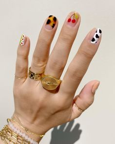Looking for new manicure colors for this season? These are the best nail polish colors for summer 2020. Nail Design Stiletto, Nail Design Glitter, Clear Glitter Nails, Evil Eye Nails, Fingernails Painted, Cow Nails, Fire Nails, Minimalist Nails, Dream Nails